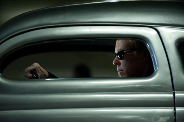 James a le feu dans sa  Ford 1936 (by Blue Collar Customs)