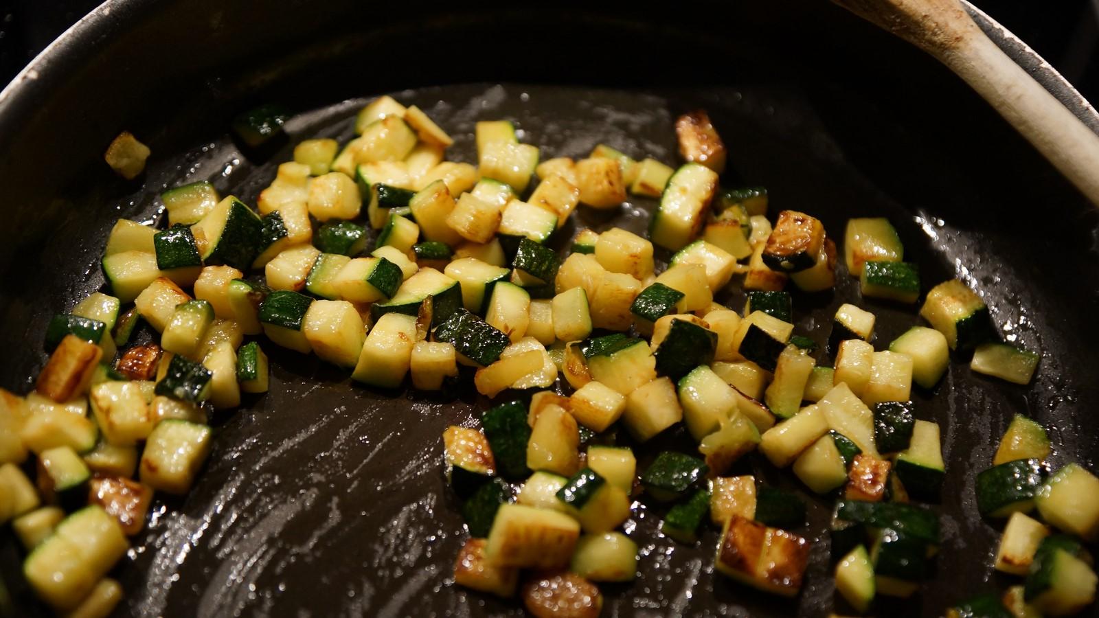 Vie de gourmand salade de quinoa au poulet cantal et poire - Cuisiner courgettes poele ...