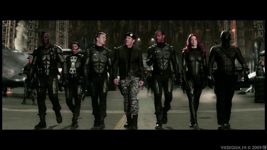 Disposant des toutes dernières technologies en matière de renseignement et de matériel militaire, ils combattent le puissant marchand d'armes Destro et la mystérieuse organisation terroriste nommée Cobra, qui cherchent à plonger le monde dans le chaos...