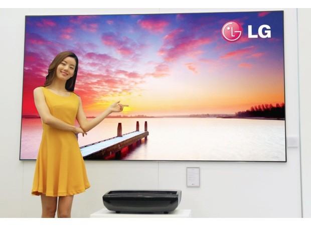 preview lg innove avec son projecteur hecto laser tv 100. Black Bedroom Furniture Sets. Home Design Ideas