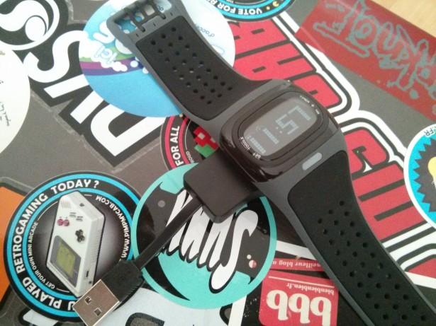 Le câble USB est un peu court surtout avec la montre qui impose de la poser ouverte pour la stabilité