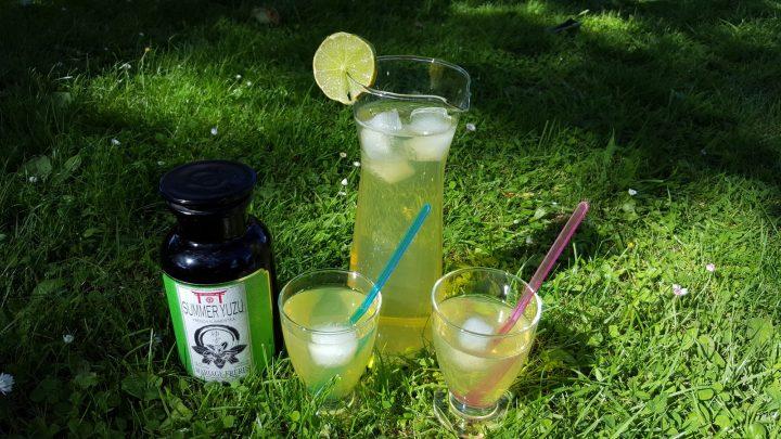 Exemple de présentation du thé glacé Summer Yuzu