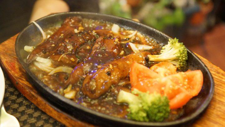 Les succulences à la mode de Sichuan, un plat signature de Shimin Chen au restaurant chinois le Lys d'or