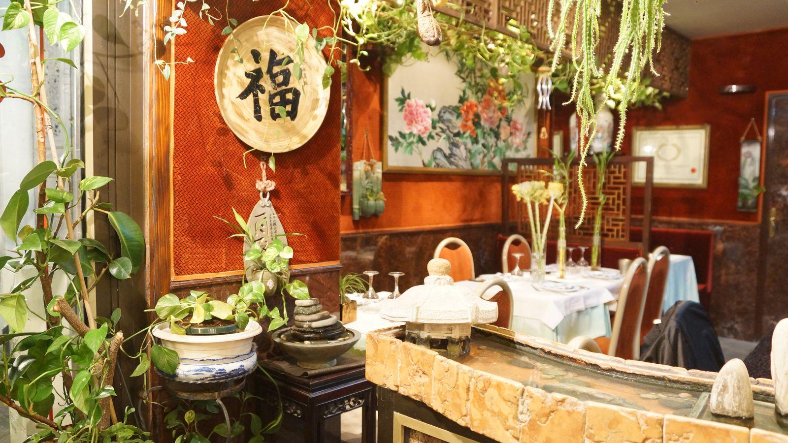 resto le lys d 39 or de la gastronomie chinoise dans un joli jardin int rieur. Black Bedroom Furniture Sets. Home Design Ideas