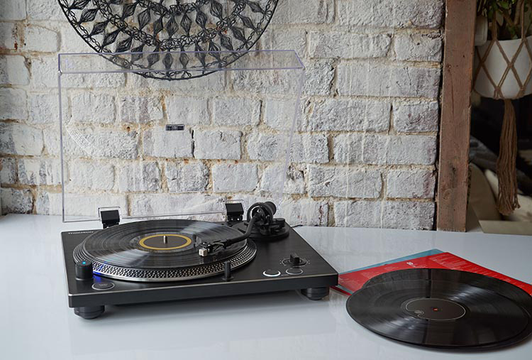 [Vie de son] La platine vinyle TT600BT de THOMSON, une première platine