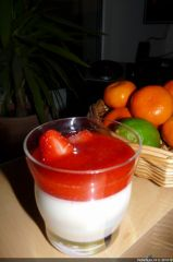 Eblouissante panna cotta, coulis de fraises enchanteur